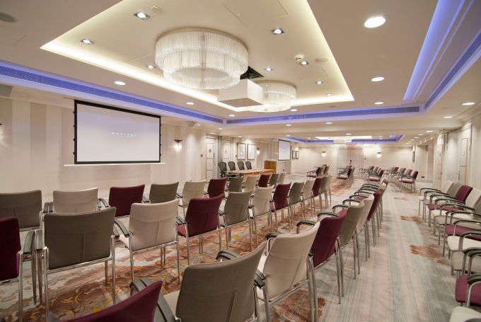 conference venue London with two chandeliers