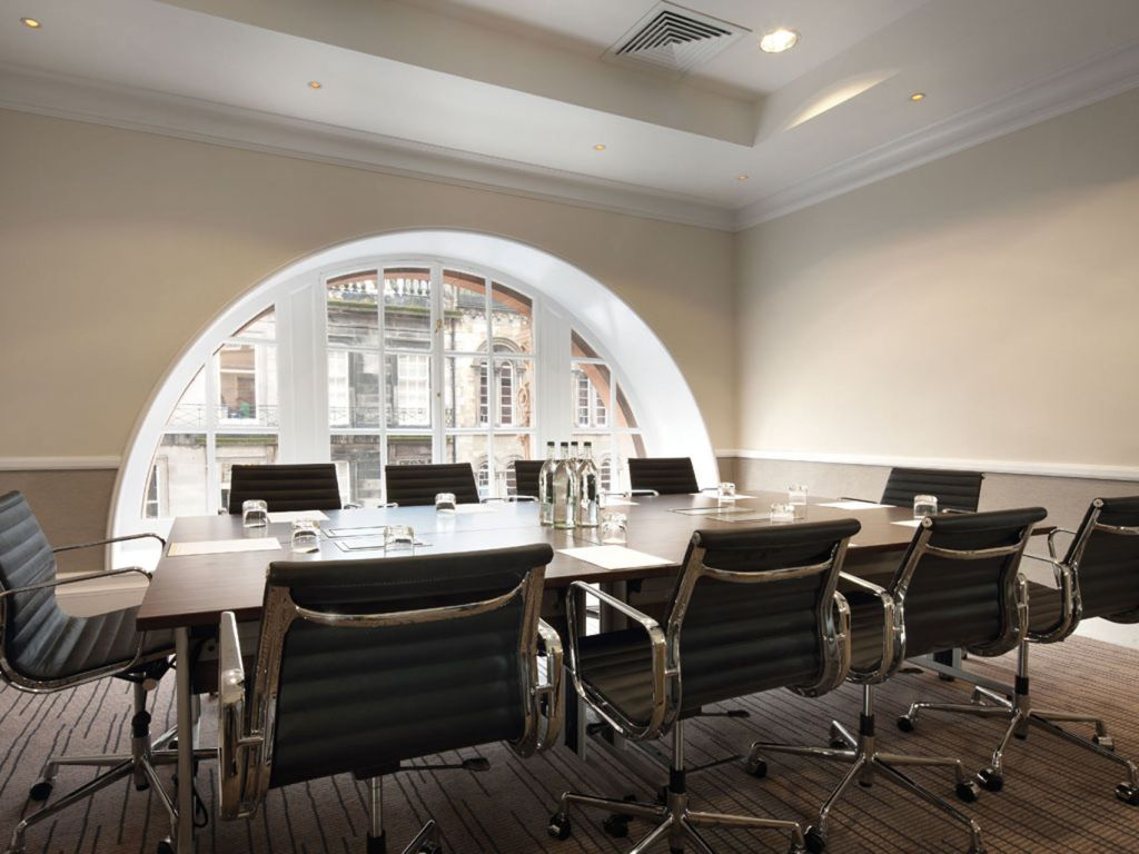 A modern and contemporary meeting room in Edinburgh