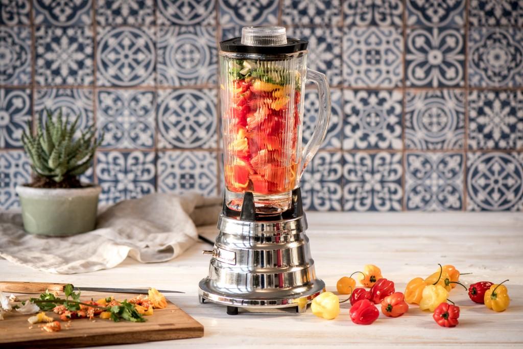 Chilisauce selber machen: Mixen der Zutaten