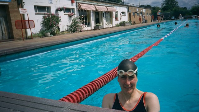 Hampton_open-air_swimming_pool_-_geograph.org.uk_-_195844