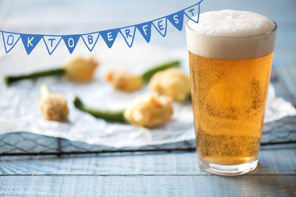 Bayerische Spezialitäten auf dem Oktoberfest: Bier