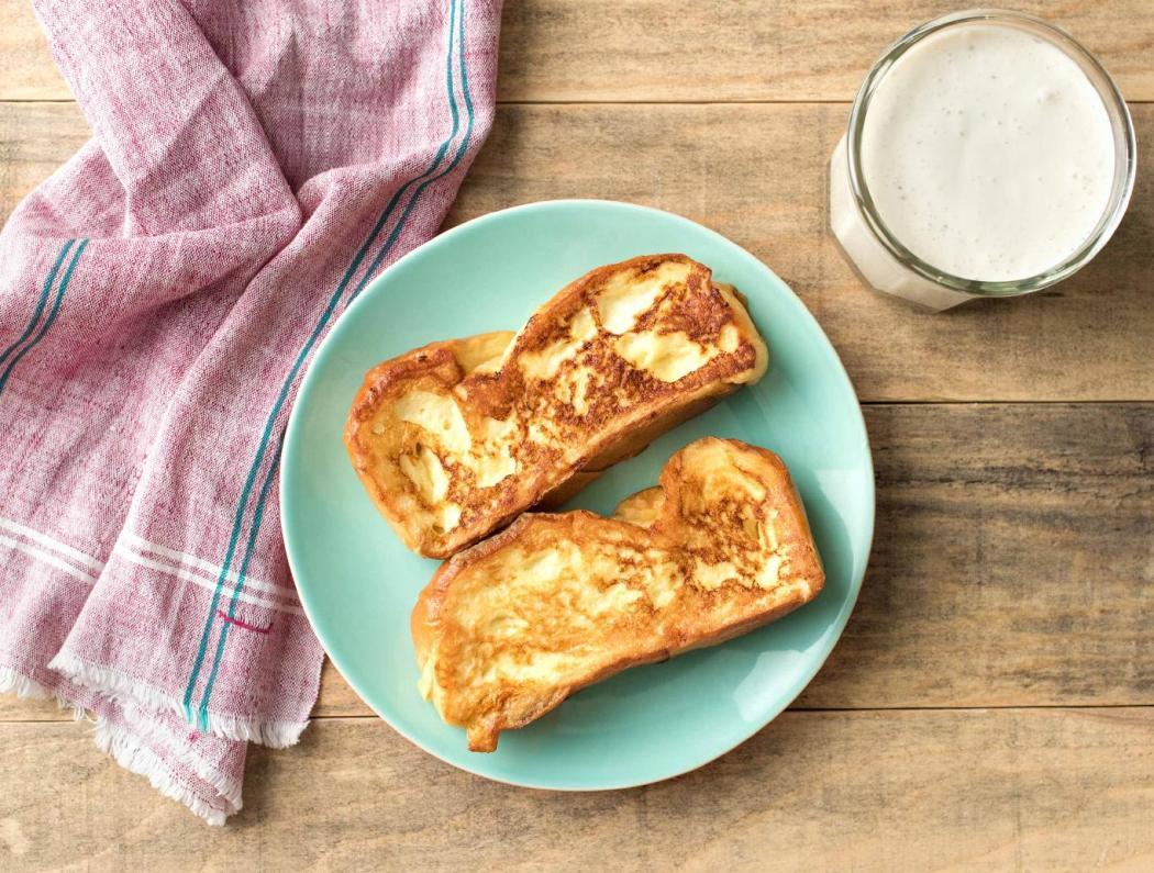 wentelteefjes-van-suikerbrood-met-romige-bananensmoothie-057abf77