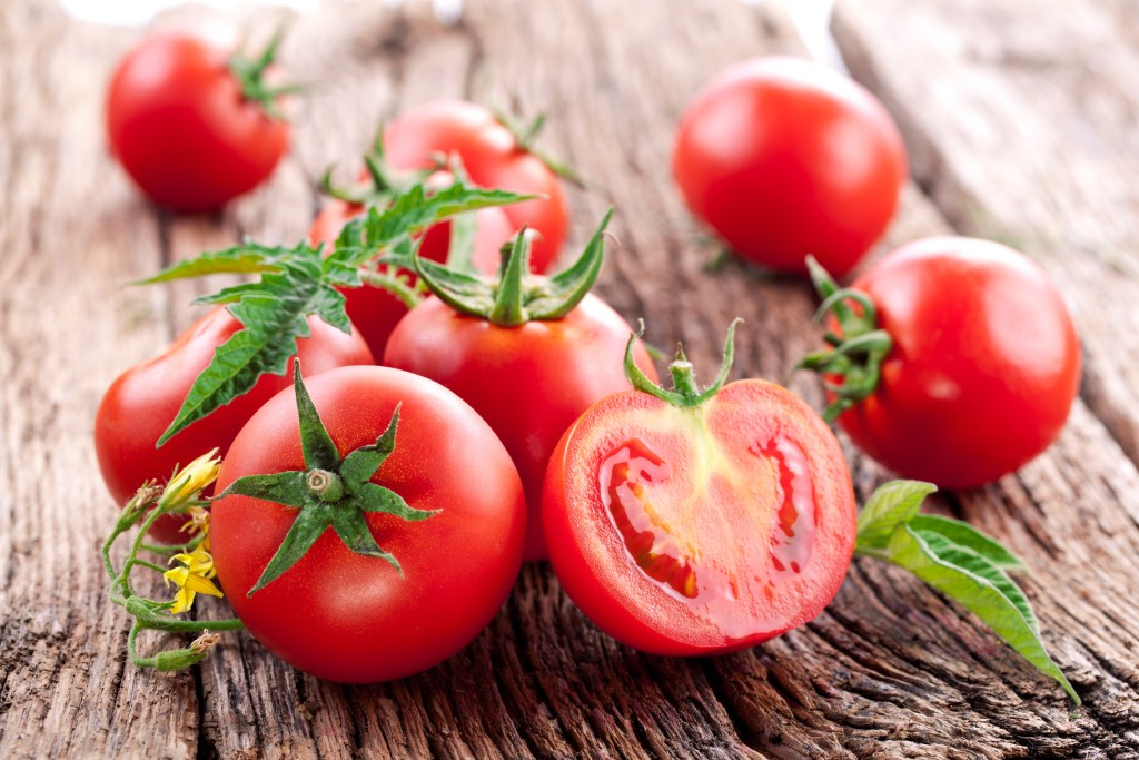 foods-for-heart health-tomatoes-HelloFresh