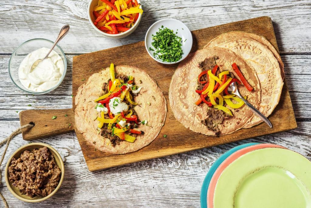 cilantro recipes-cinco-de-mayo-reservation-in-HelloFresh-pepper-fajitas-black-bean