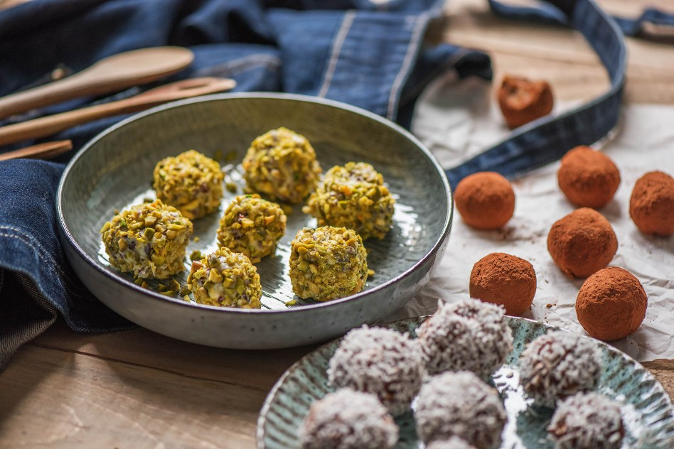 road trip snacks-HelloFresh-recipes-cashew-bliss-protein-balls