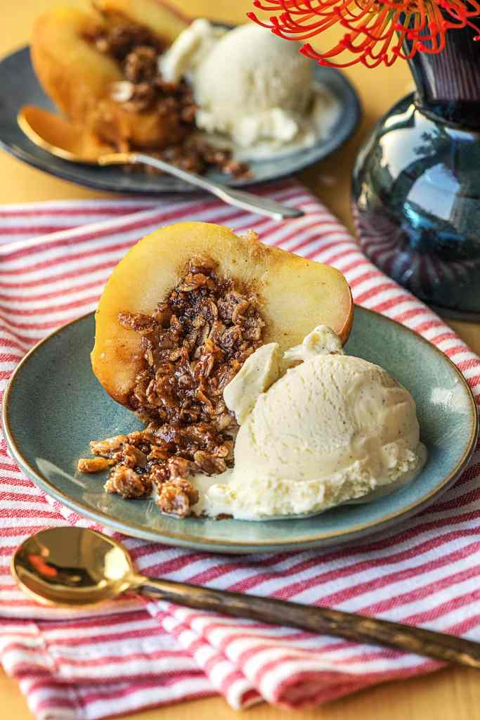 easy apple recipes-baked-apples-cinnamon-oat-crumble-HelloFresh