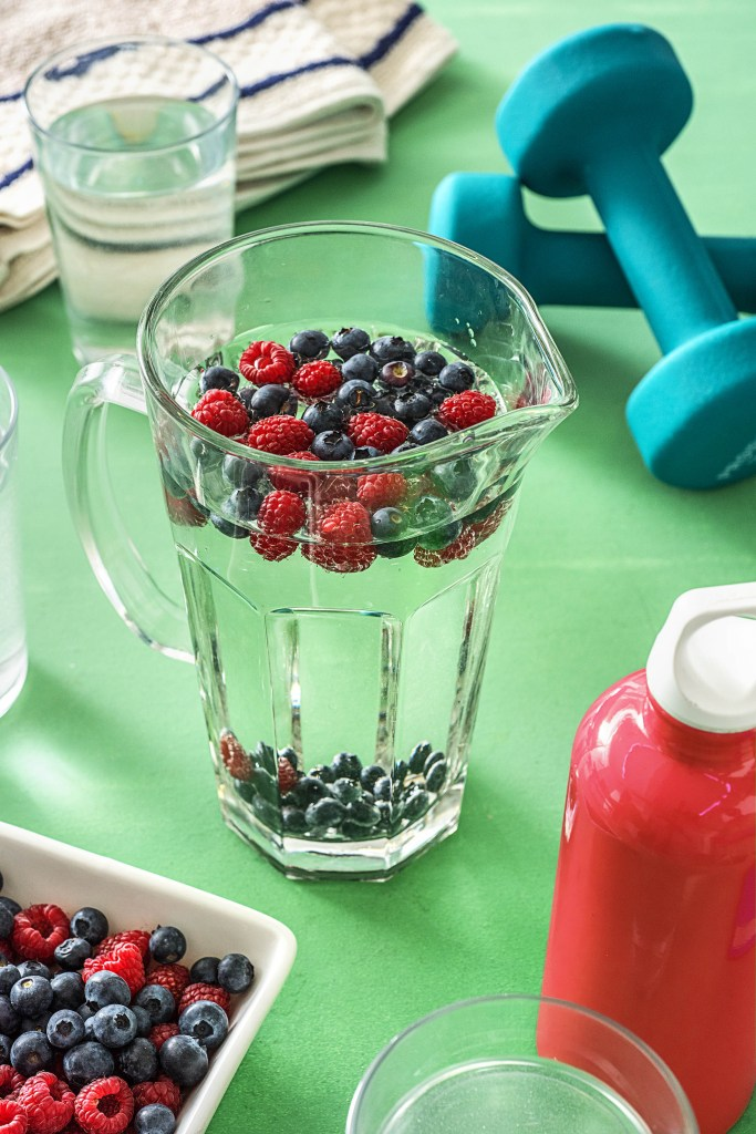What to eat before and after working out-HelloFresh-fitness-hydrate-fluids