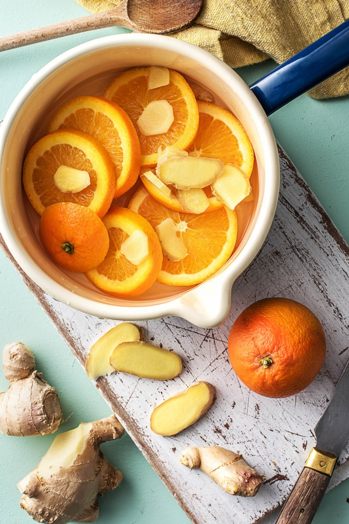 how to make your house smell good-diy-natural-room-scents-HelloFresh-spring-orange-ginger-almond-extract-simmering-pot