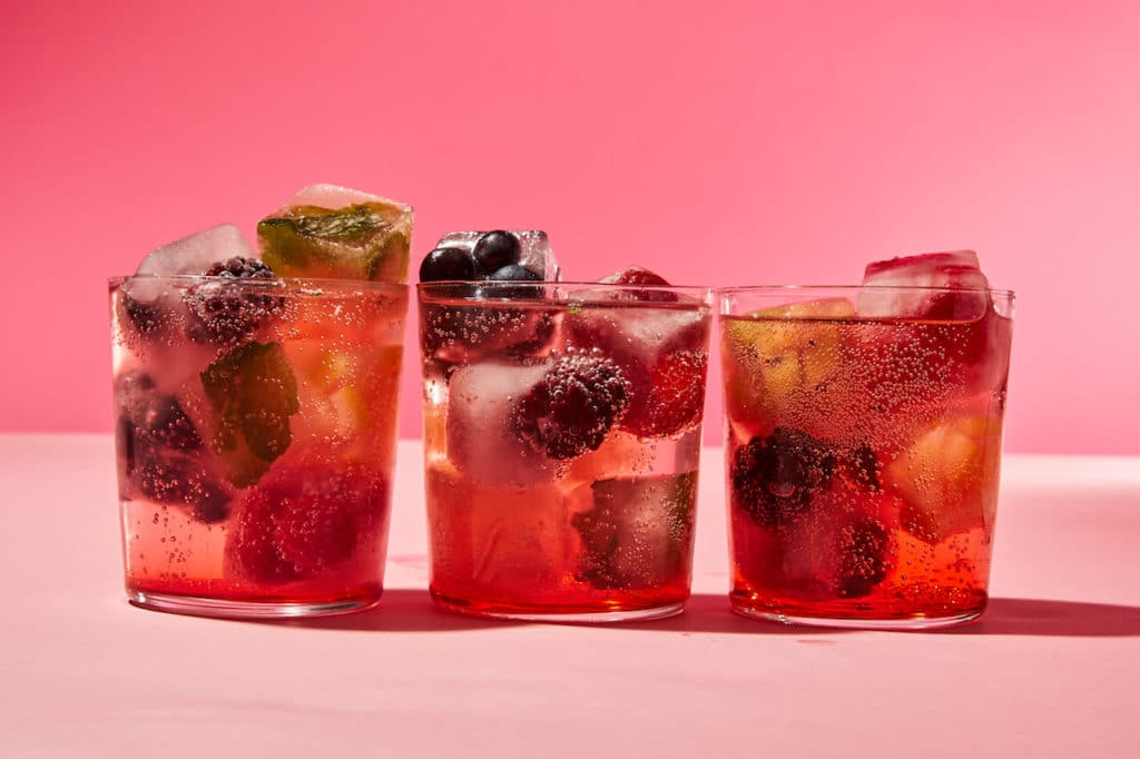rosé-cocktails-HelloFresh-Wine-Club-sangria-ice-cubes