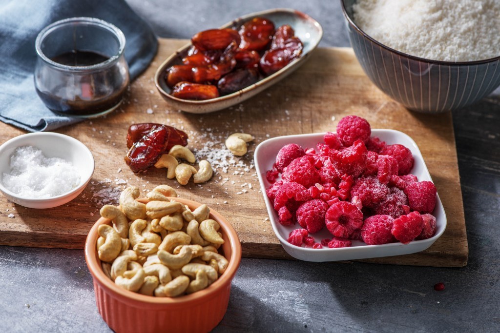 energy balls recipe-HelloFresh-raspberry-coconut