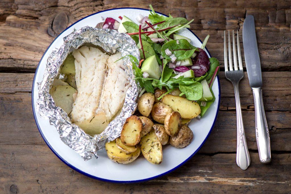 Gedünstet mit Fisch schmeckt Kohlrabi toll