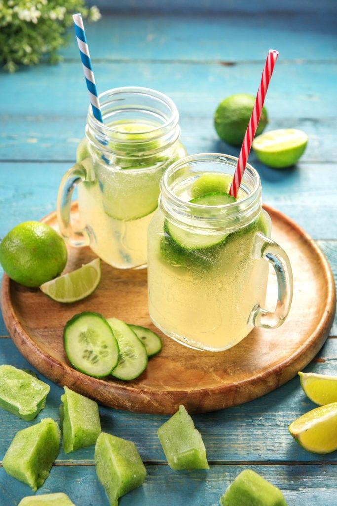 Limetteneiswürfel kühlen Deine Getränke