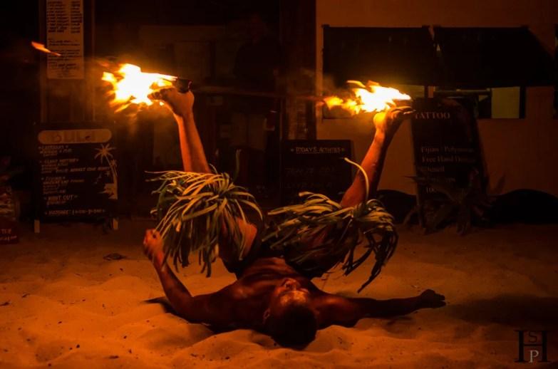 20120717-203259-Feuershow, Fidschi, Mana Island, Mana Lagoon Backpackers, Patrick, Weltreise-_DSC9956