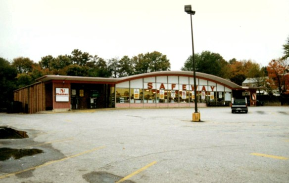 Four Corners Safeway prior to 2011 renovation. Photo courtesy of Safeway, Inc.