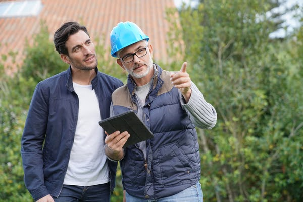 homeowner and contractor talking about project