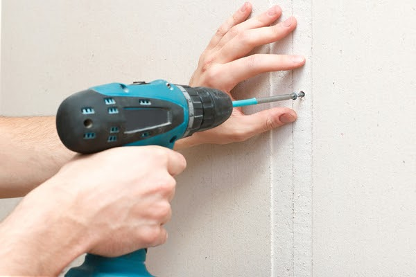 fastening drywall with drill and screw