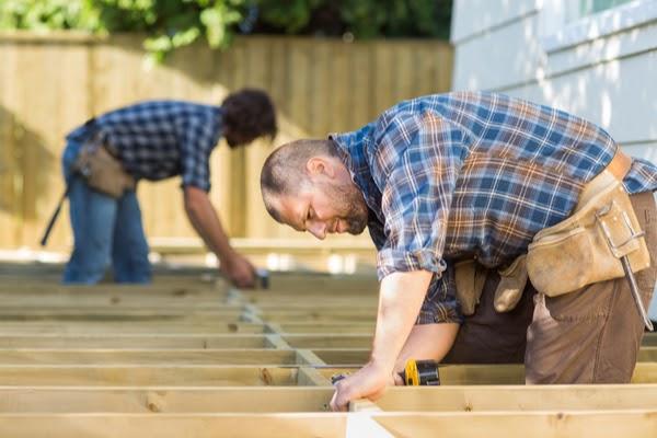 pros building a deck