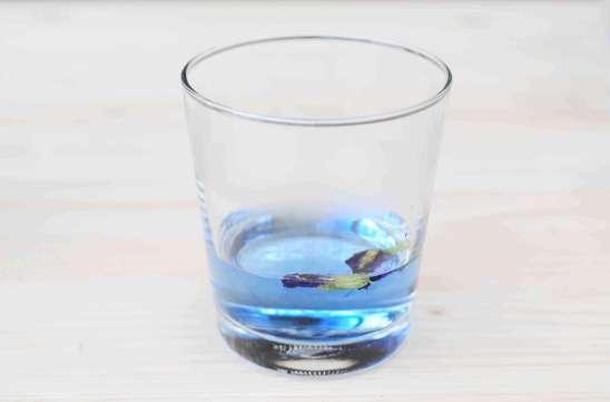 蝶豆花蜂蜜檸檬氣泡水製作步驟1