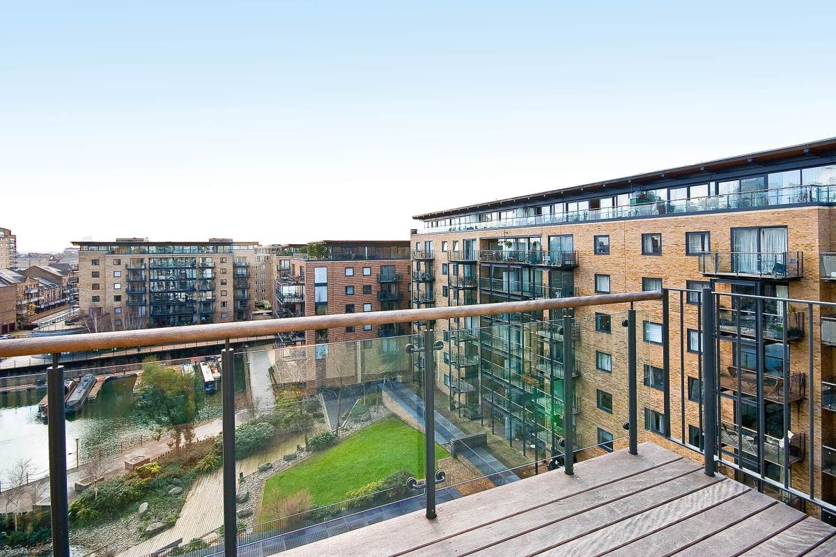 2 Bedroom Apartment in Berglen Court, Limehouse, E14
