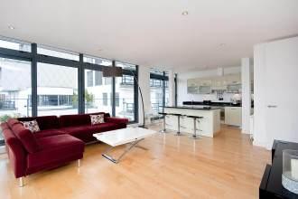 Impressive two bedroom sub-penthouse apartment on Saffron Hill, EC1