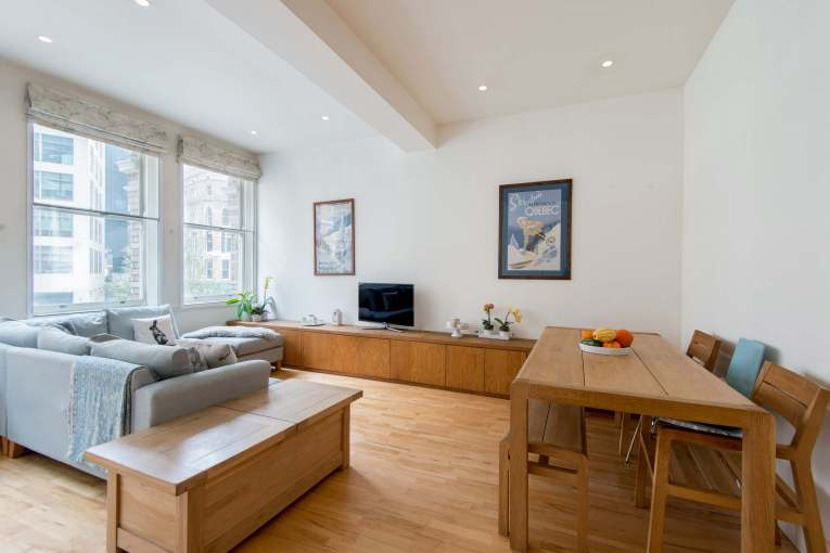 A beautifully converted two bedroom apartment, Sovereign Court, EC4