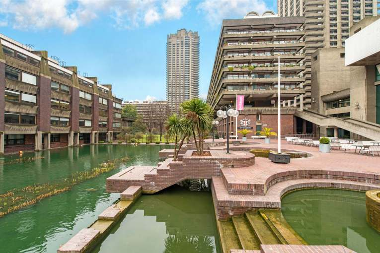 Magnificent 3 bedroom apartment set on the 28th floor of Shakespeare Tower, EC2