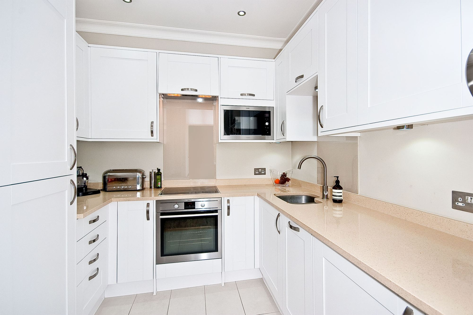 Picturesque two bedroom apartment in Bloomsbury Square Gardens, WC1 ...