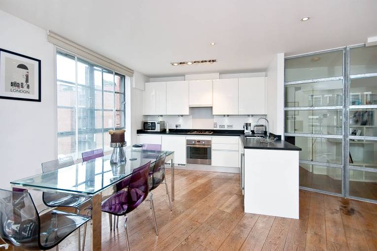 One bedroom corner Apartmenet with space to breathe, The Roof Gardens, EC1