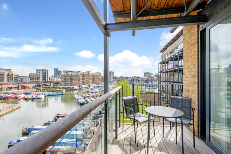 Two bedroom apartment moments away from The River Thames, Limehouse, E14