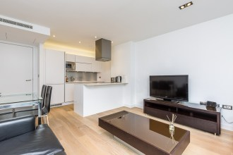 One bedroom Luxury apartment close to the 'Buzzing' Brick Lane, Avanat Garde, Shoreditch, E1