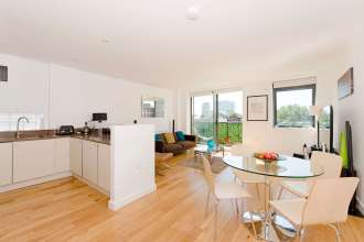 A Beautifully Presented Two Bedroom Apartment on Chamber Street, E1