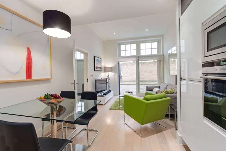 Charming Example of 2 Bedroom, 2 Bathroom Mews House, Colonnade, WC1