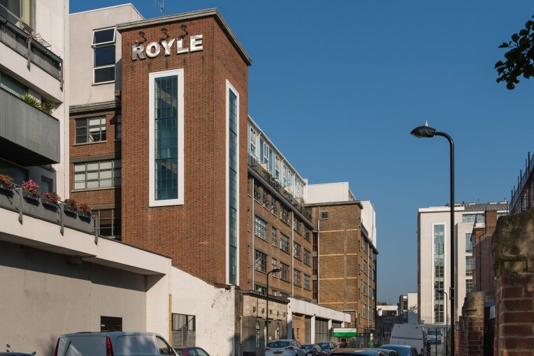 Extremely Large One Bedroom Apartment with Canal Views, Royle Building, N1