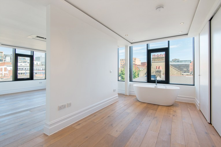 A Spacious, Newly Converted One Bedroom Loft Penthouse Apartment, Settles Street, E1