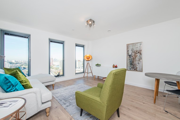 Luxurious One Double Bedroom Apartment, Legacy Tower, E15