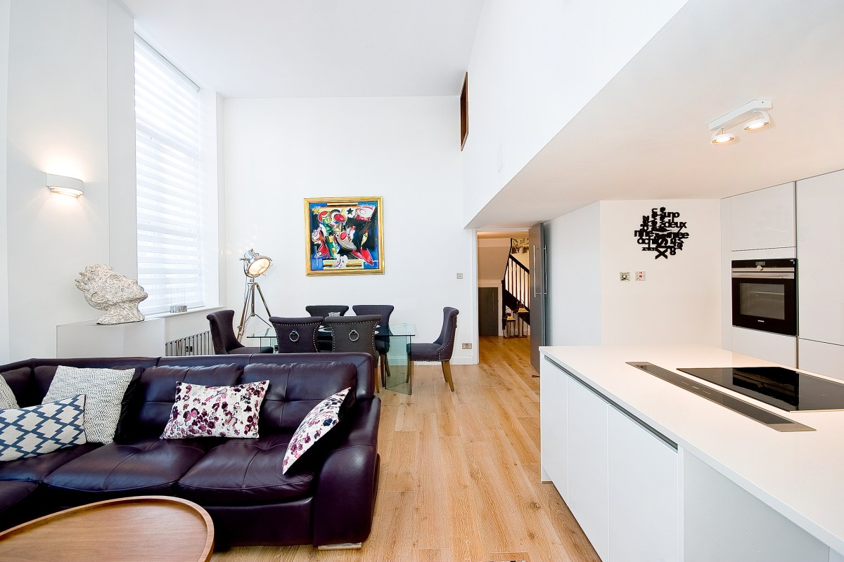 Stunning Three Dedroom Duplex Apartment in Converted Victorian School, Chequer Street, EC1