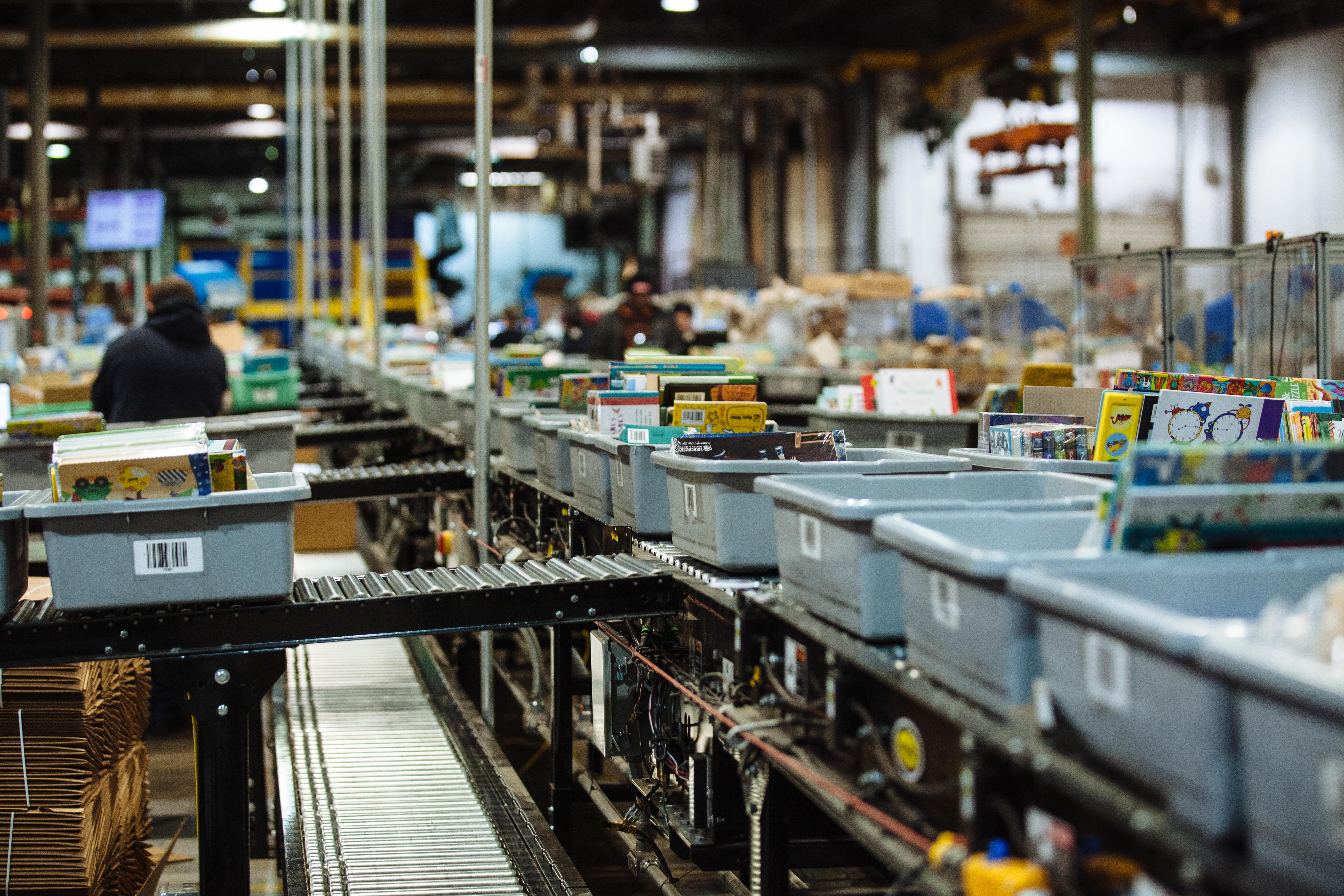 EDC divert system utilizing Hytrol conveyors.