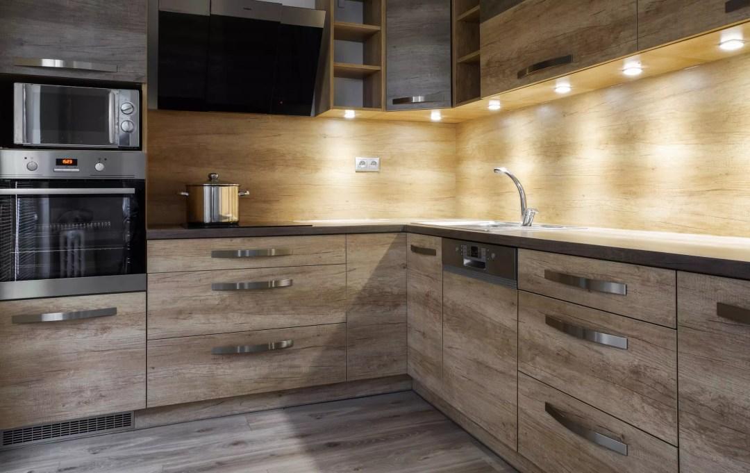 cozinha iluminada com spot de embutir