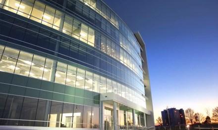 Iluminação para prédios: veja dicas de como iluminar a fachada
