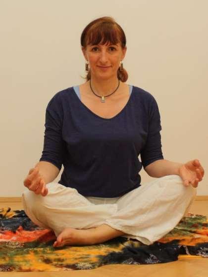 Liebe Leut, eine zusätzliche Yoga-Stunde würde der 20. Bezirk gut vertragen .. ich suche somit einen Raum