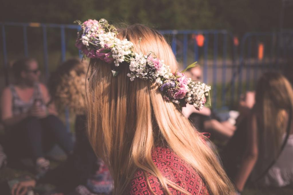 hippy chic couronne fleurs outfit hippie chic