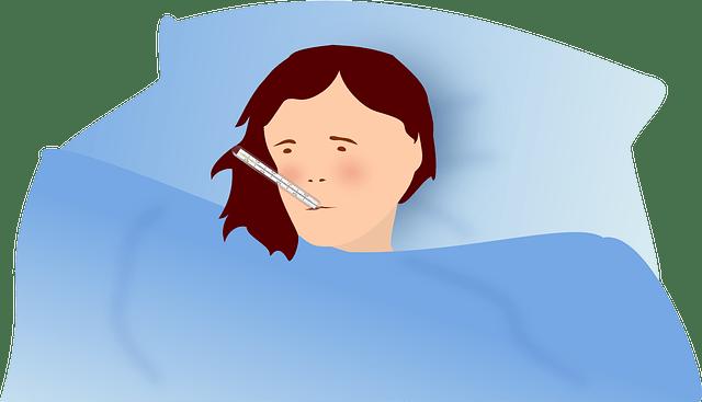 Desenho de uma pessoa deitada com um termômetro na boca, indicando um dos problemas que a imunidade baixa pode causar.