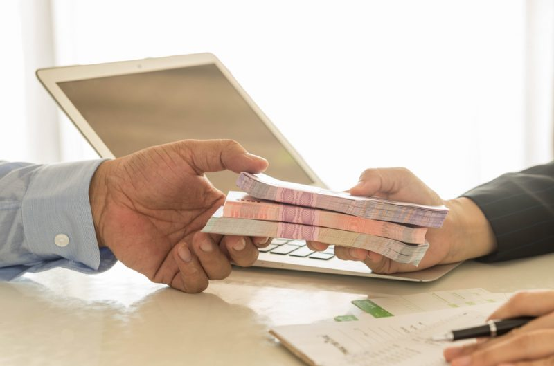 Bayar Utang Lewat Produk Pinjaman dari Bank