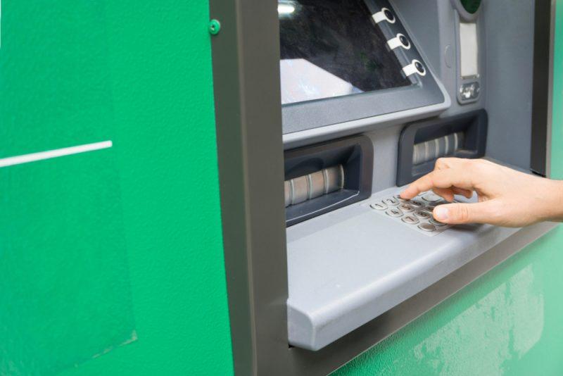 ATM Mempermudah Transaksi Kamu
