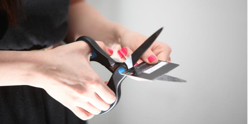 Hindari Pemakaian Kartu Kredit