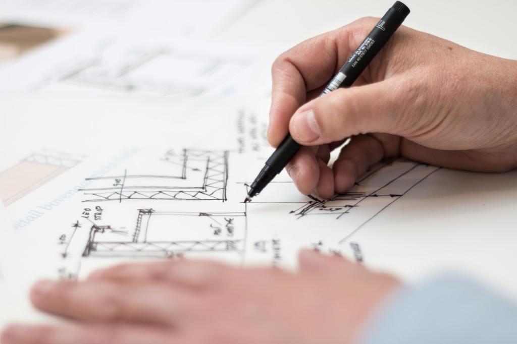 mãos de arquiteto, mãos arquitetando um projeto de desenvolvedor de software