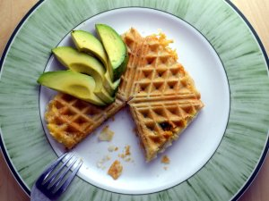Puff pastry with avocado, bacon and cheese – using a waffle iron