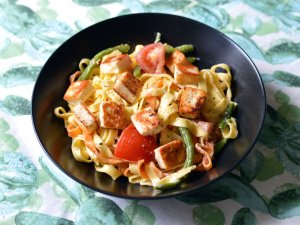 Recipe: Tagliatelle with halloumi and tomatoes