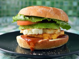 Recipe: Sweet potato and halloumi vego burger