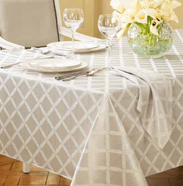 How to Buy a Properly Shaped Tablecloth